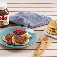 Mini pancakes with Nutella® and fruit