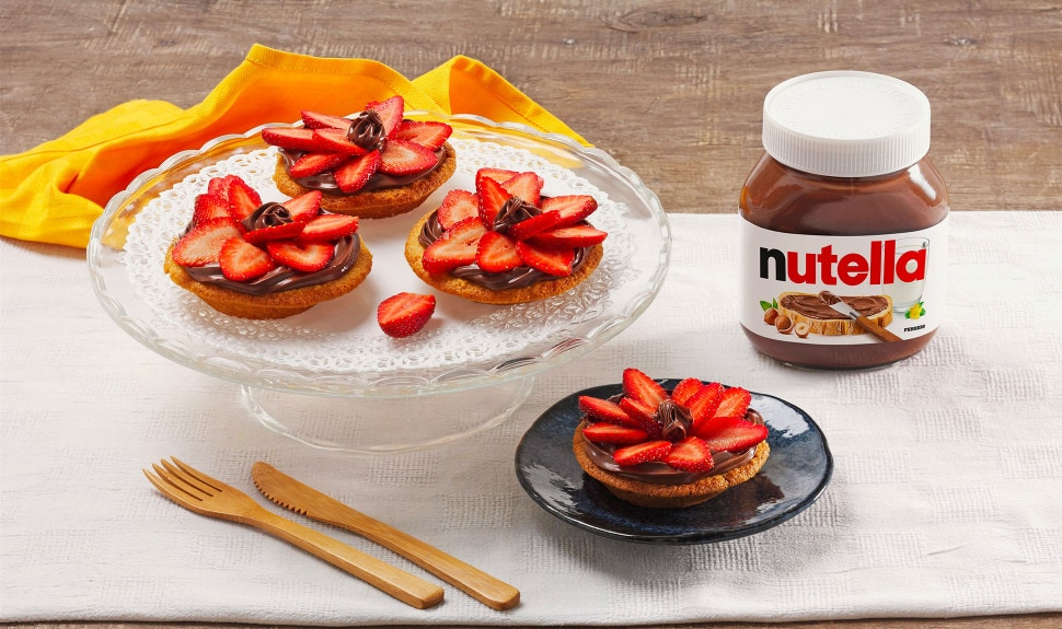 Mini tarts with Nutella® and strawberries