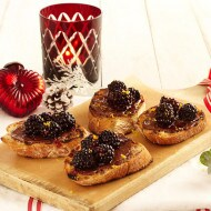Blackberry bruschetta with Nutella®